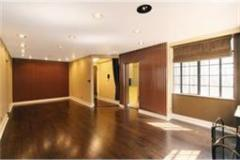 Renovated convertible 3-bedroom apartment with jacuzzi in Murray Hill