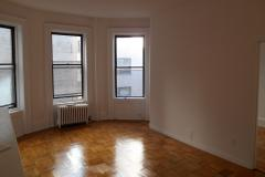 Outstanding spacious apartment for rent.