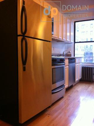 Upper West Side - Huge 1 Bedroom Apartment