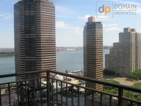 Midtown East Doorman Large Two Beds 1.5 Baths Bedroom  Apartment with Balcony