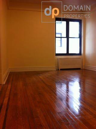 East Village Studio apartment In a Doorman Elevator Building!