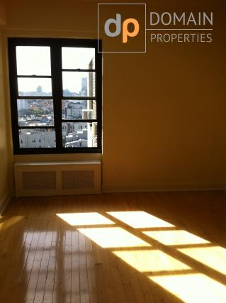 East Village - Studio apartment with great views